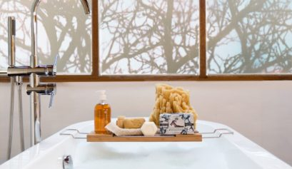 Luxurious Bathtub with Baudelaire Soap and Sponges