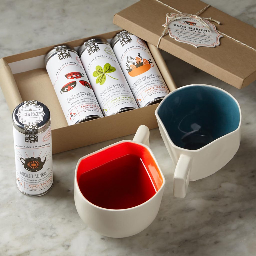 Gift with 3 kinds of tea and two colorful mugs
